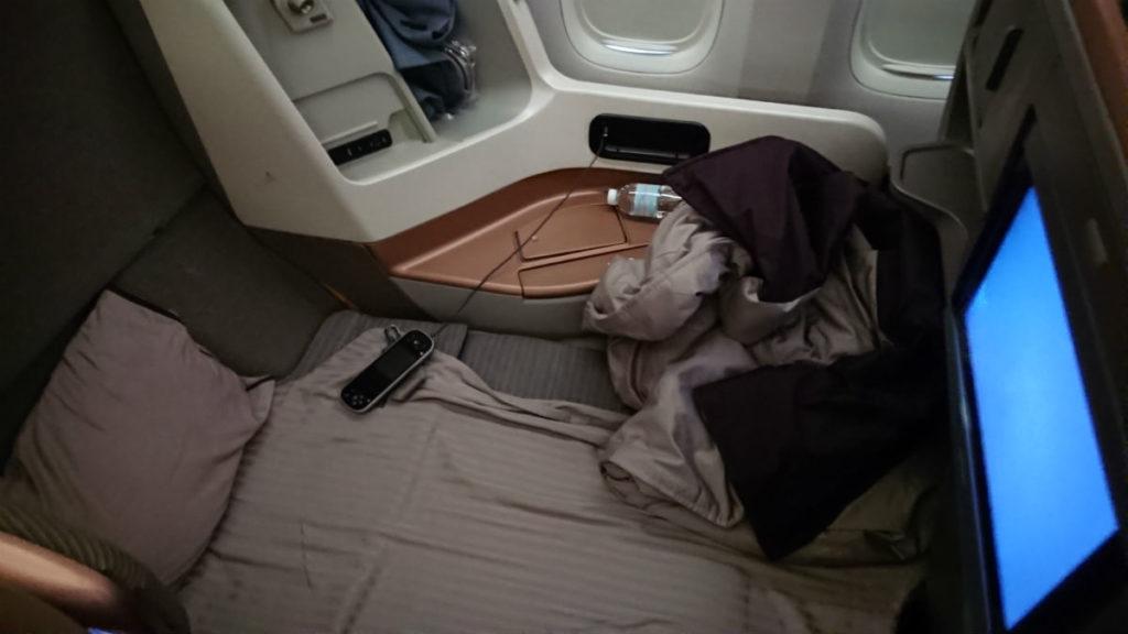 羽田 SQ631 ビジネスクラス 座席フラット状態