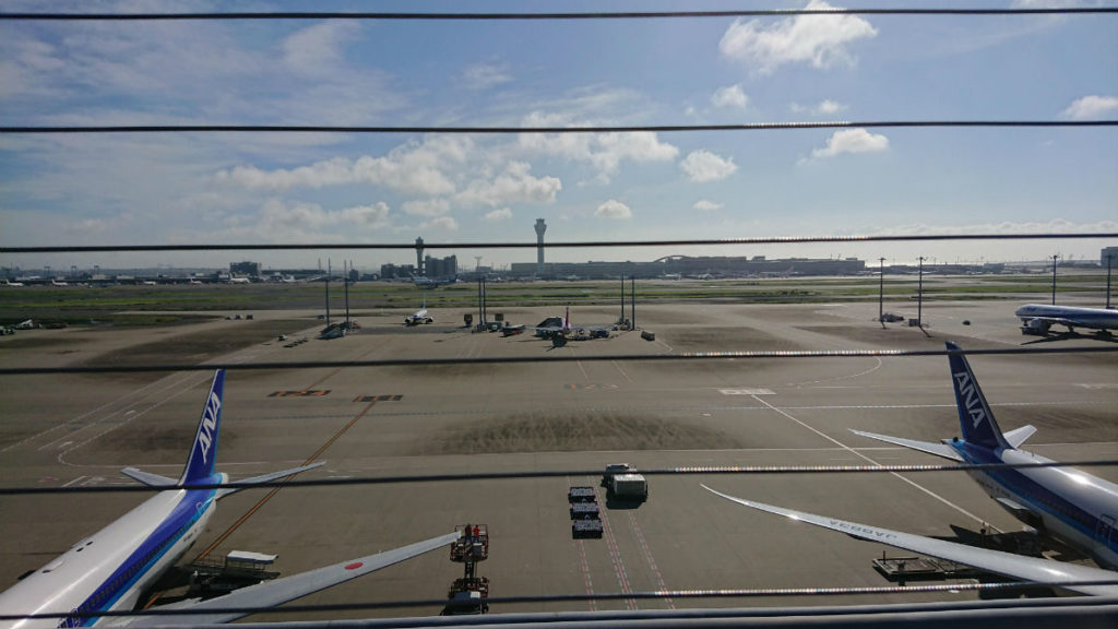 羽田国際線ターミナル 5F 展望デッキから国内線ターミナル方向へ