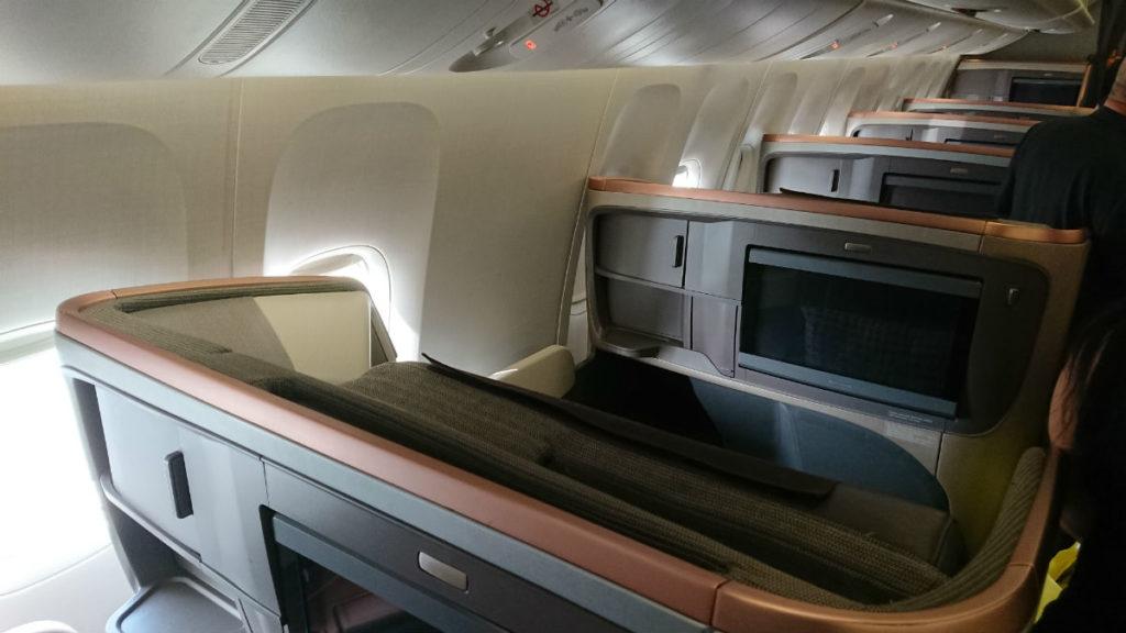 羽田 SQ636 ビジネスクラス 窓側座席