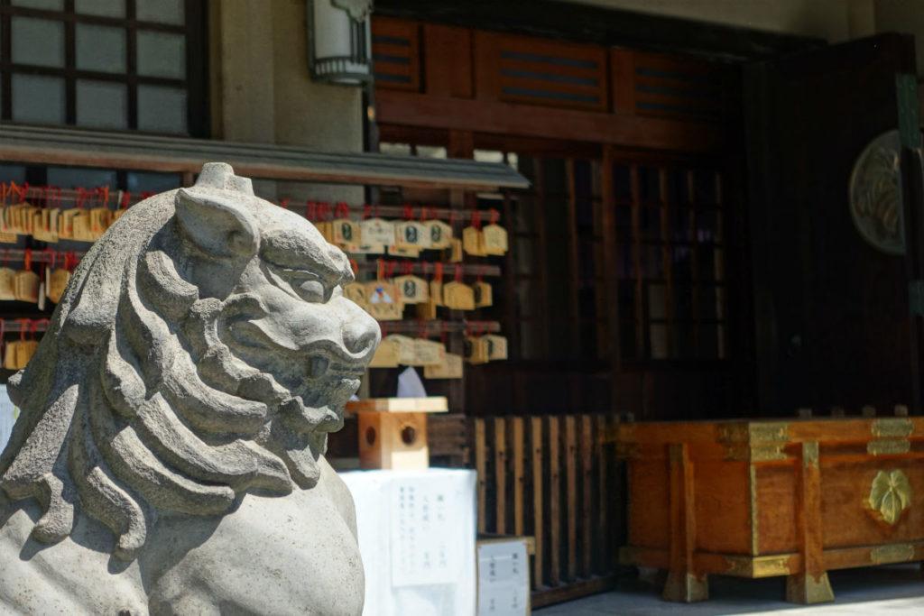 原宿 東郷神社 本殿前 狛犬か
