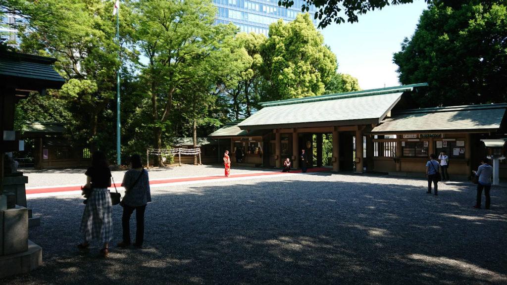 原宿 東郷神社 社務所付近から神門方向を撮影