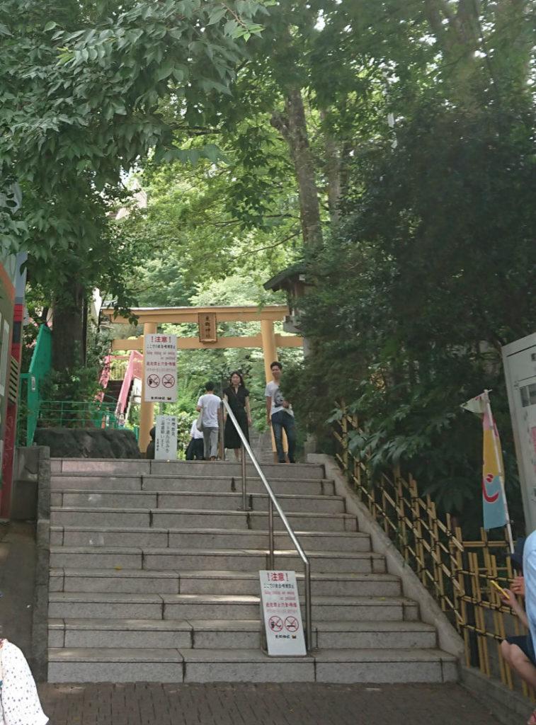 原宿 東郷神社 竹下通りから西参道