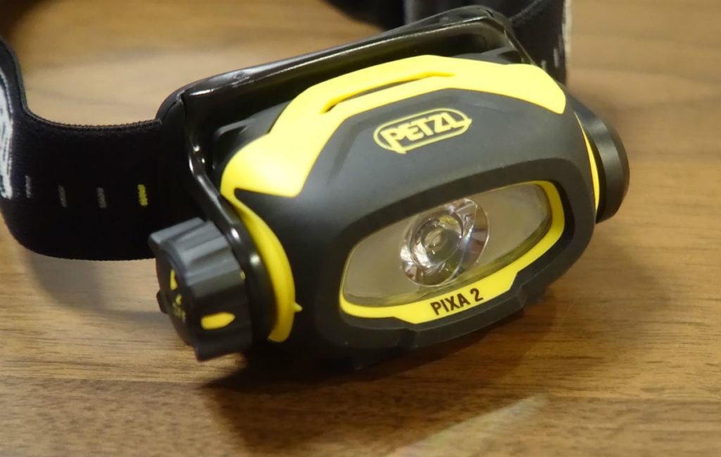 Petzl PIXA2 本体正面 LED透明カバー部はかなり窪んでいる