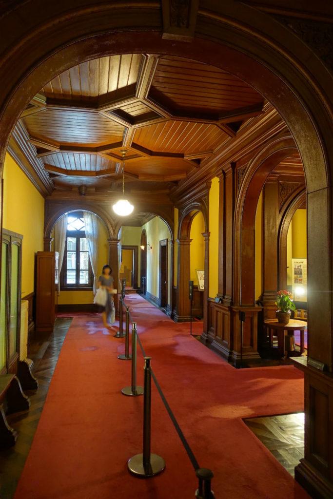 旧岩崎庭園 洋館1階ホール 和館方向