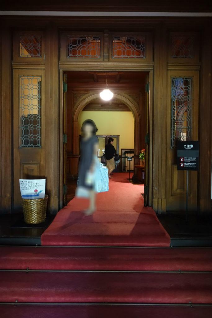 旧岩崎庭園 洋館正面玄関内部