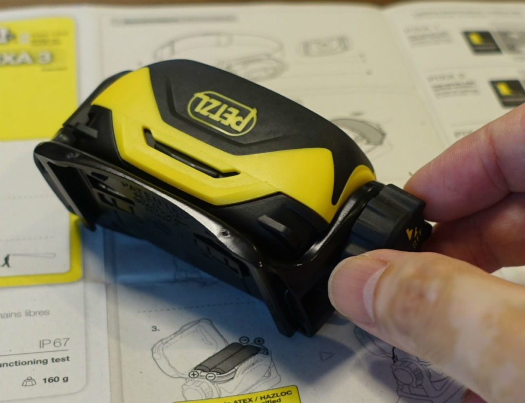 Petzl PIXA2 回転式スイッチ 大き目で手袋をしていても回しやすい