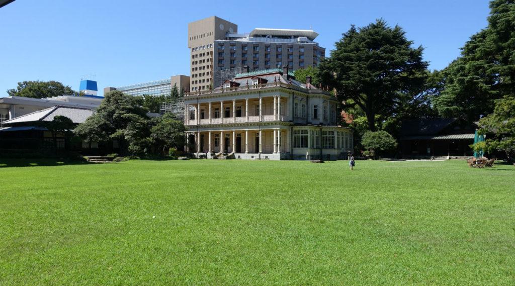 旧岩崎庭園 庭園から 洋館 和館 ビリヤード場