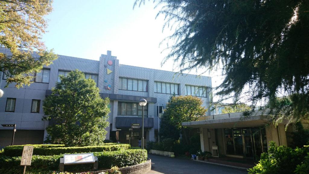 筑波大学付属駒場高校 正門からの校舎