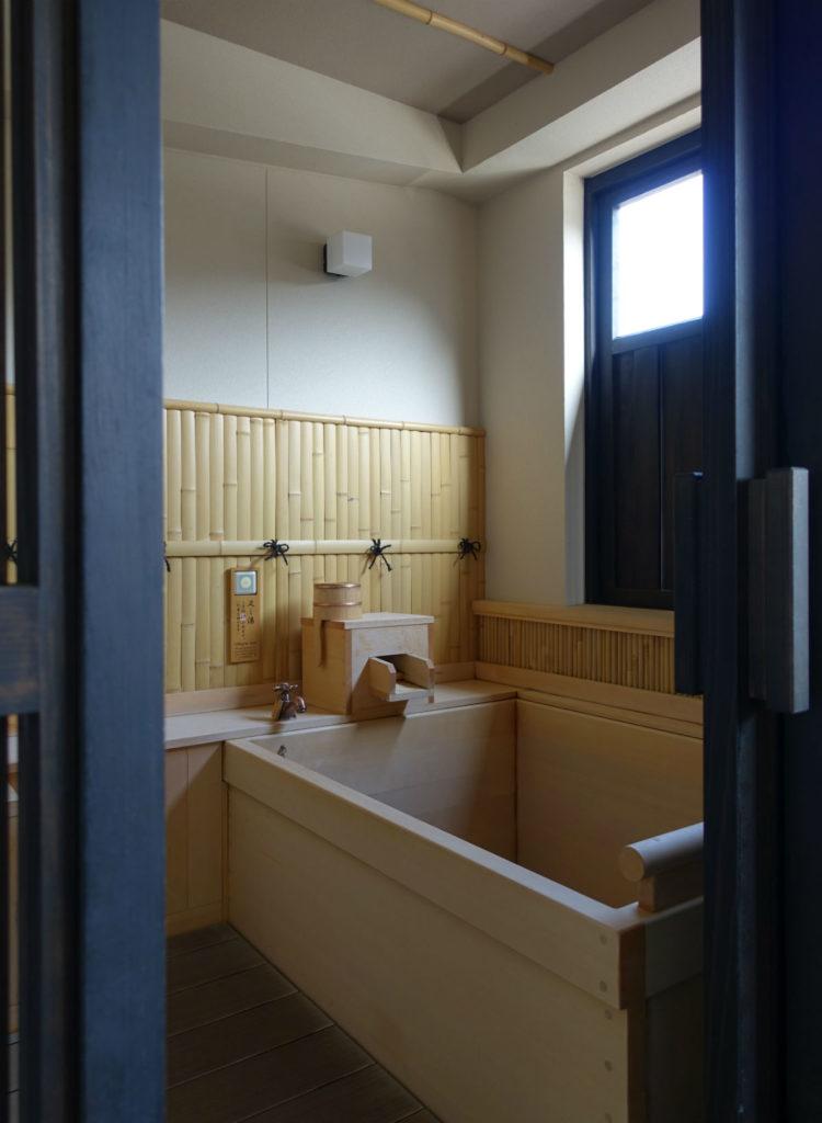 強羅雪月花 翠雲 和フォース バルコニーから眺めた客室露天風呂