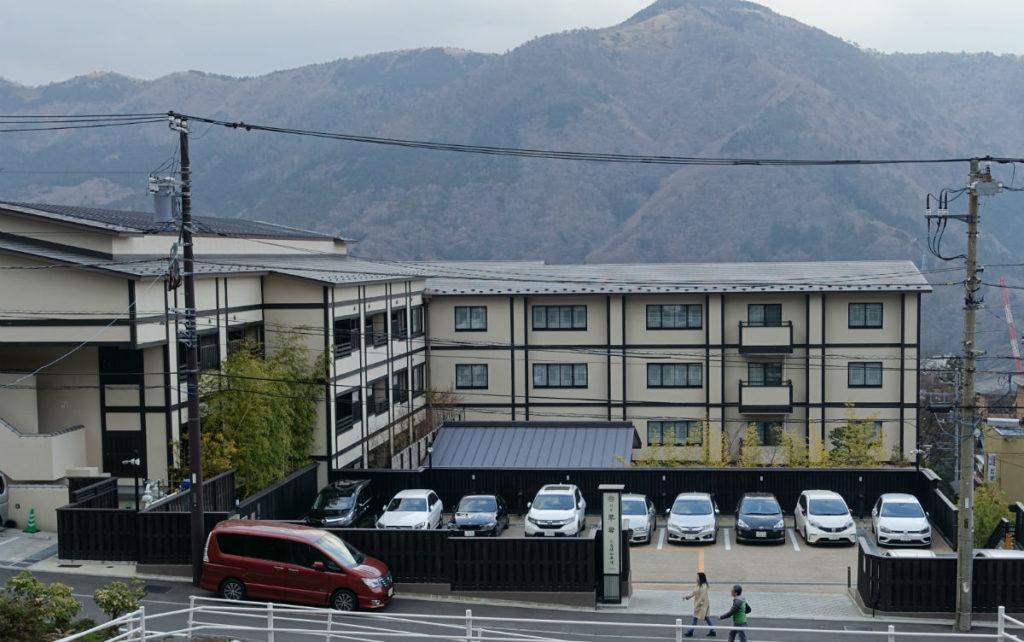 強羅 雪月花 翠雲 公園から駐車場と建物