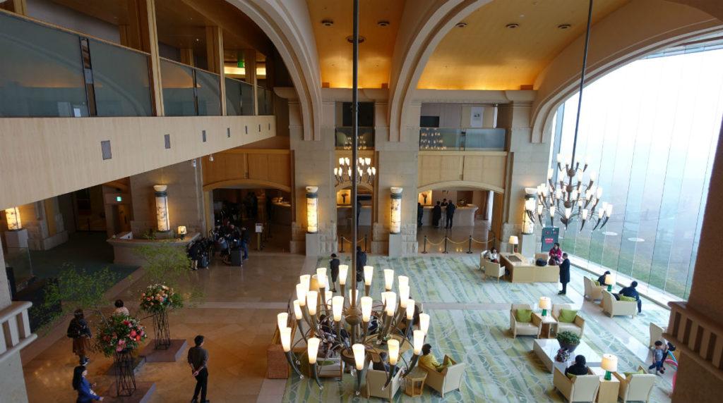 ウィンザーホテル洞爺 ロビーを見下ろす2