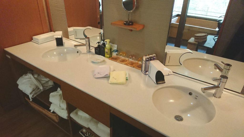 滝の家 AW客室の洗面所