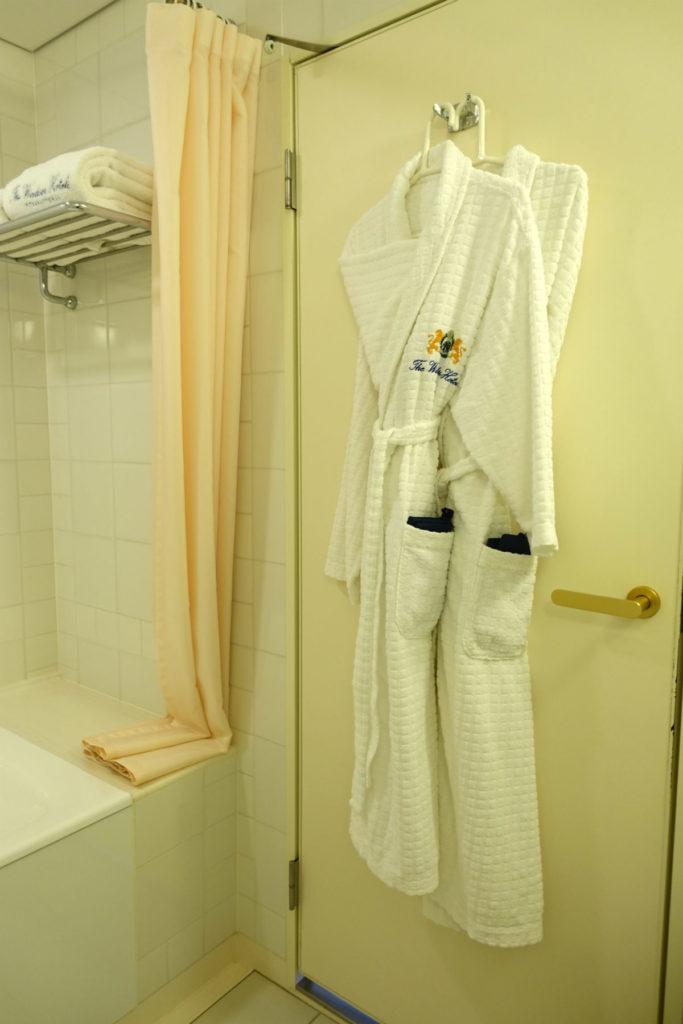 ウィンザーホテル洞爺 スーペリアツイン バスルームのバスローブ