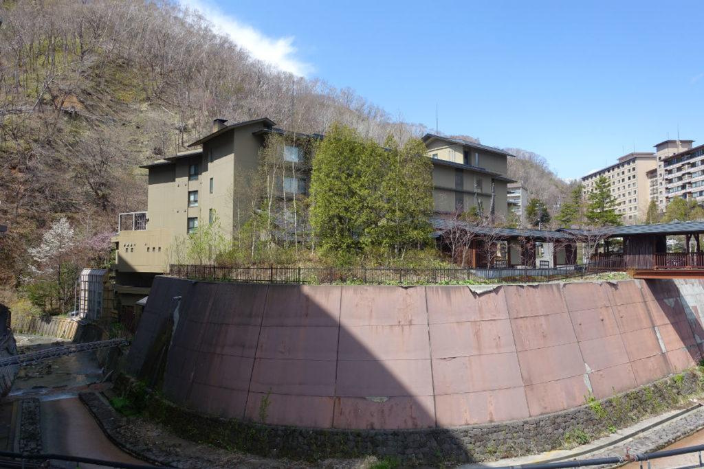 滝の家 クスリサンベツ川に囲まれて静寂な感じ