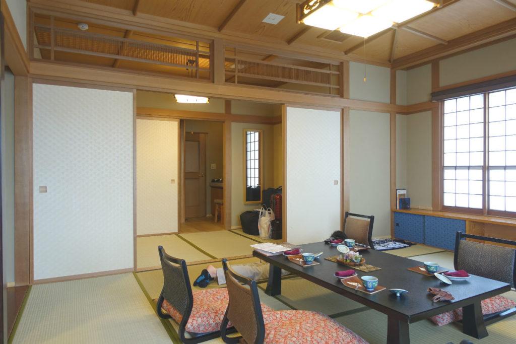 小樽 宏楽園 露天風呂無し和室客室 居間から次の間 玄関へ