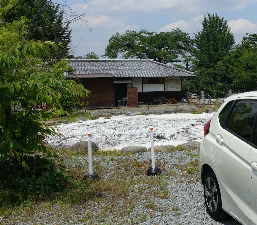高崎 少林山達磨寺 達磨堂裏手の駐車場