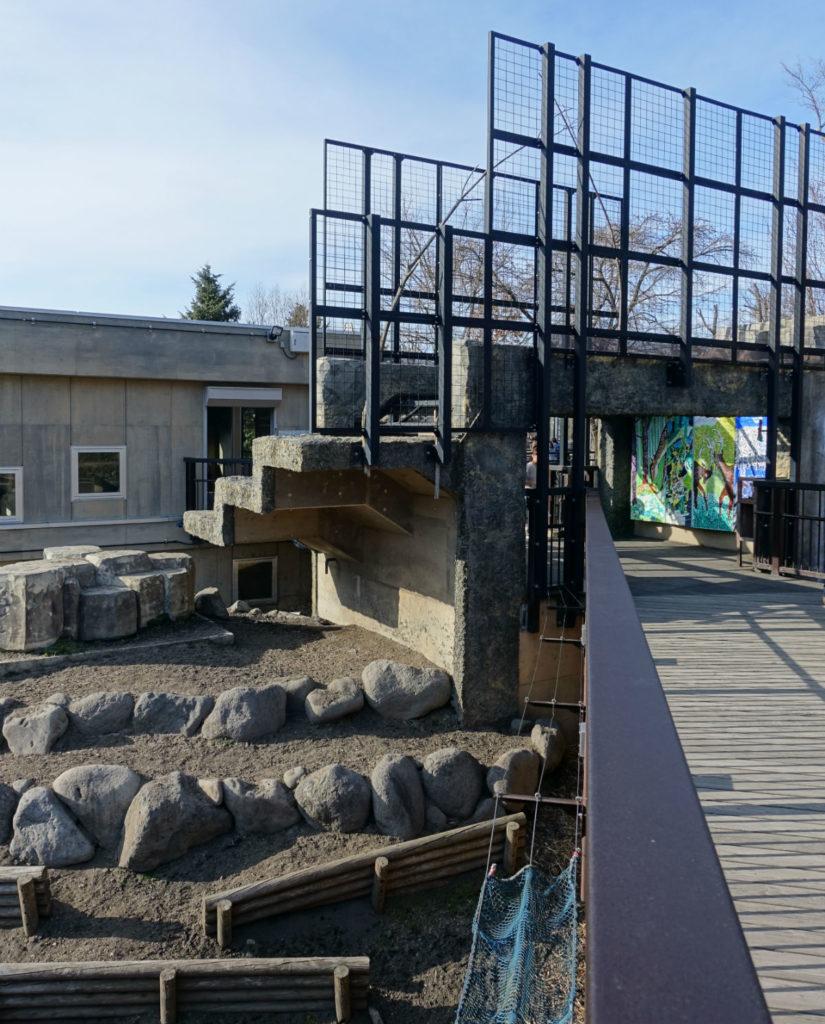 北海道旭山動物園 エゾシカの森 屋外 立体的な造り