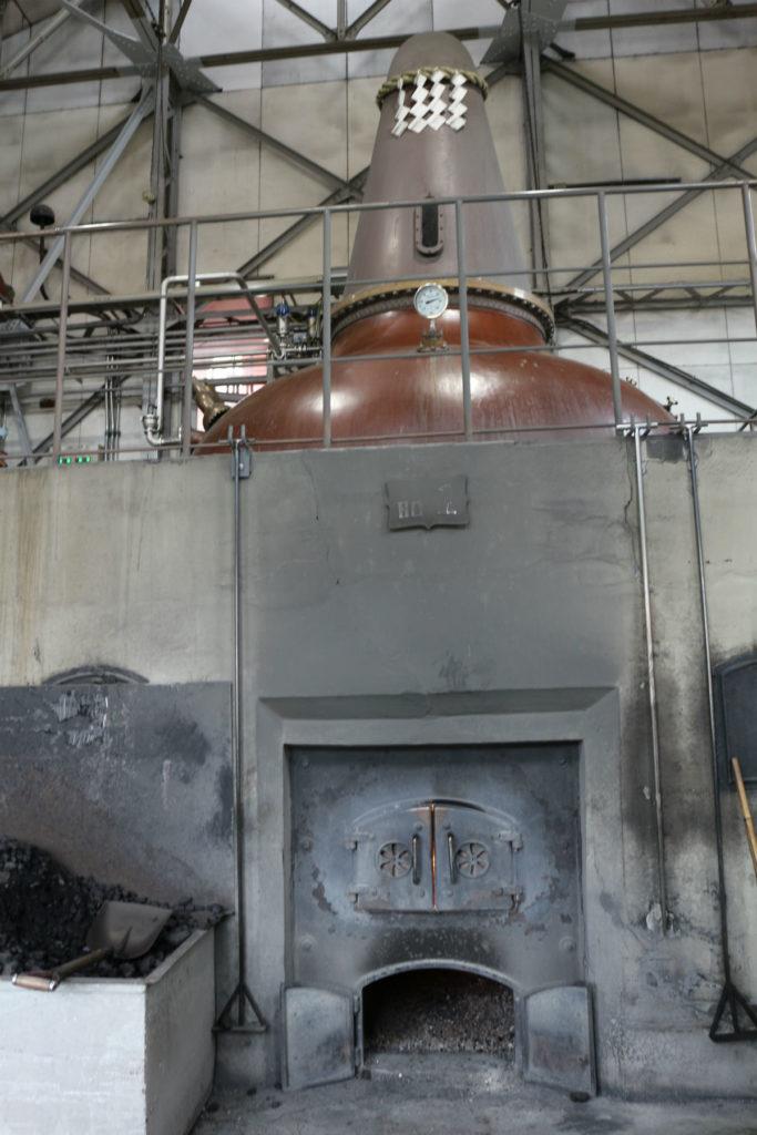 北海道余市 ニッカウヰスキー余市蒸留所 蒸留棟 石炭で蒸留