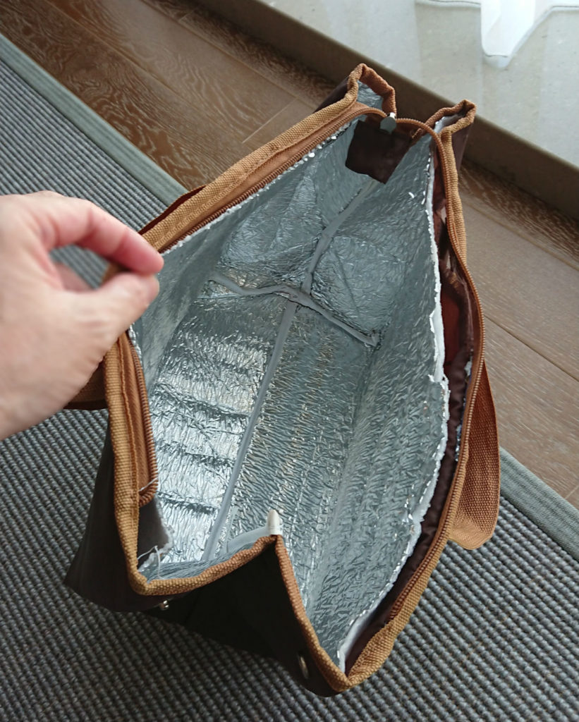 旧保冷バッグ 内側 アルミっぽい内張り