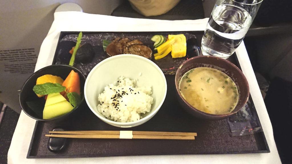 ガルーダインドネシア航空 GA 880 ボーイング777-300ER ビジネスクラス 機内食 朝の和食