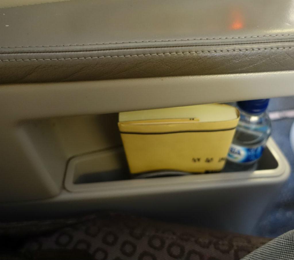 ガルーダインドネシア航空 GA880 881 ボーイング777-300ER ビジネスクラス アームレストしたのポケット