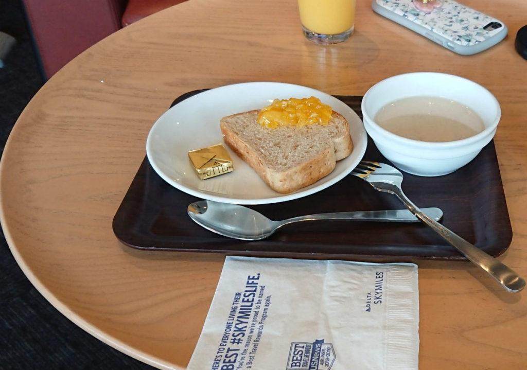 成田空港第一ターミナル4F デルタ スカイクラブ パンとスープ
