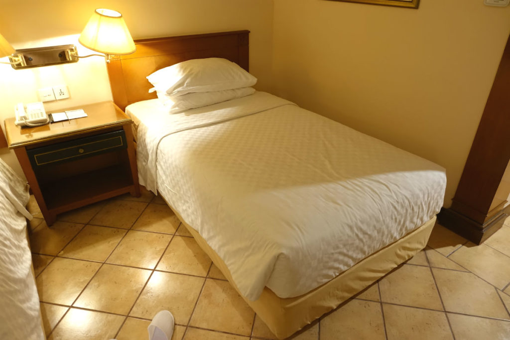 ハイアットリージェンシー ジョグジャカルタ ツインの部屋 ベッド周囲
