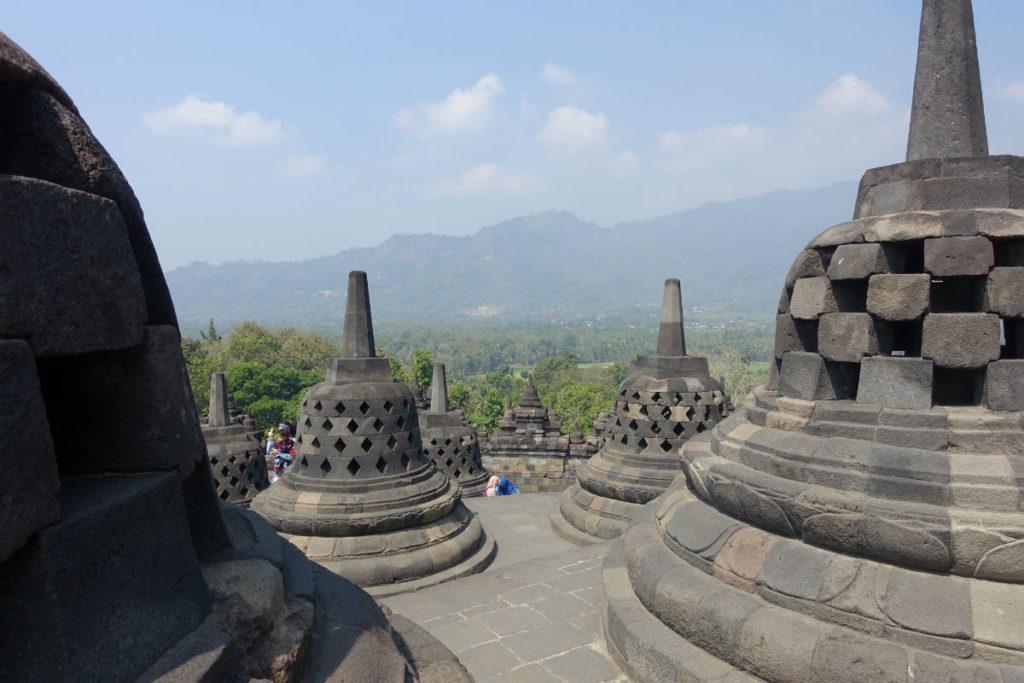 ボロブドゥール遺跡の仏塔(ストゥーパ)