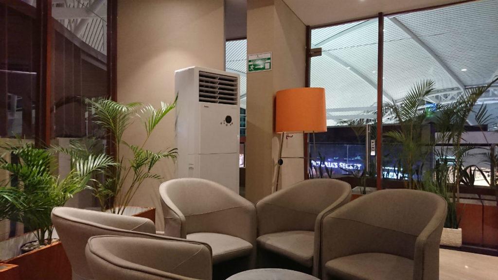 バリデンパサール ングラ・ライ国際空港 ガルーダインドネシア航空のラウンジ ビジネスクラスのエリアの中