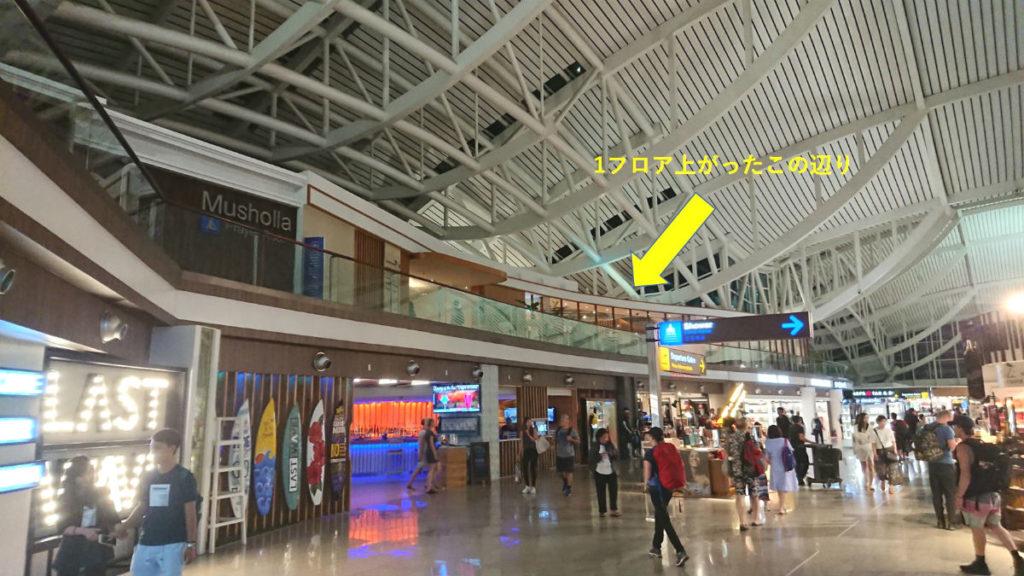 バリデンパサール ングラ・ライ国際空港 ガルーダインドネシア航空のラウンジ 遠景