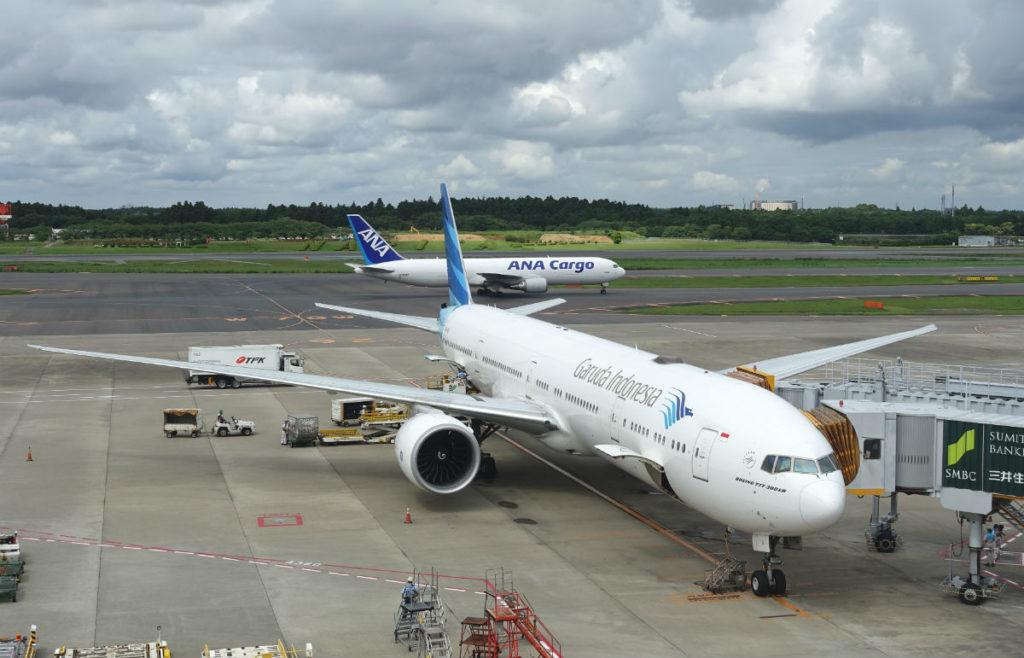 成田空港第一ターミナル5F展望デッキから ガルーダインドネシア航空の機体