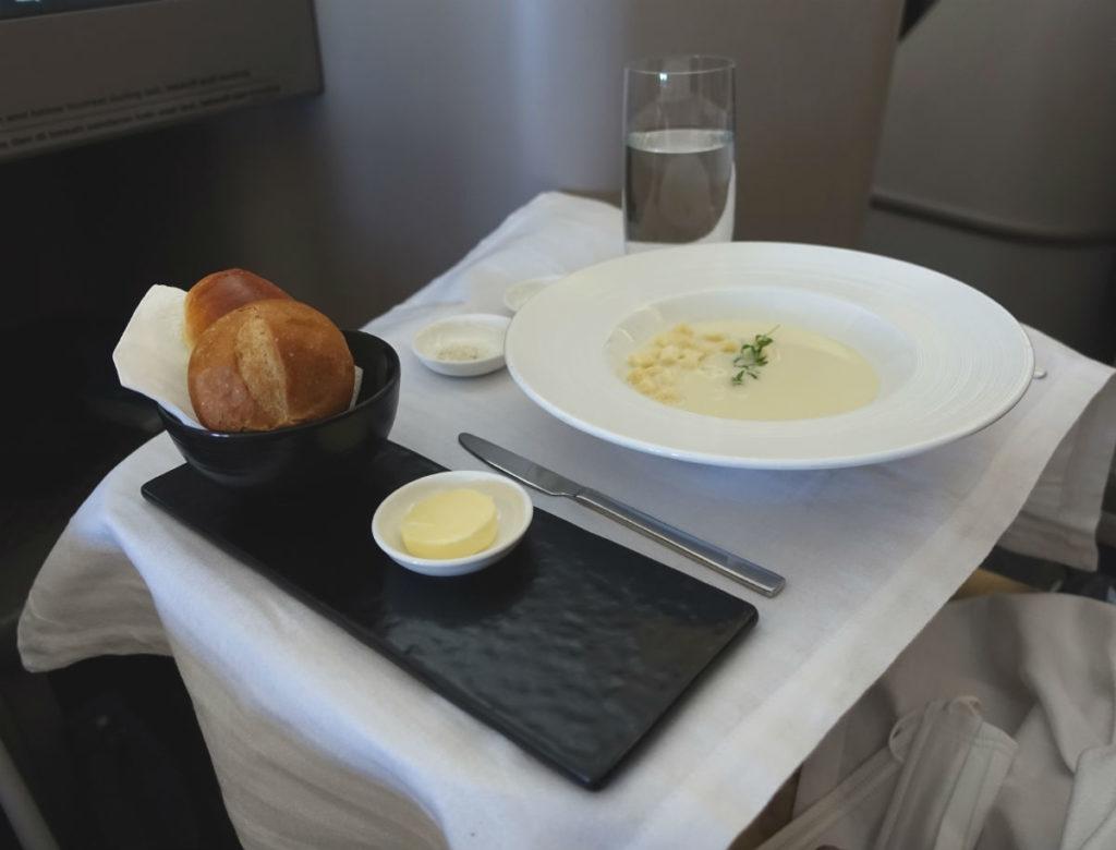 ガルーダインドネシア航空 GA 881 ボーイング777-300ER ビジネスクラス 機内食 洋食スープ