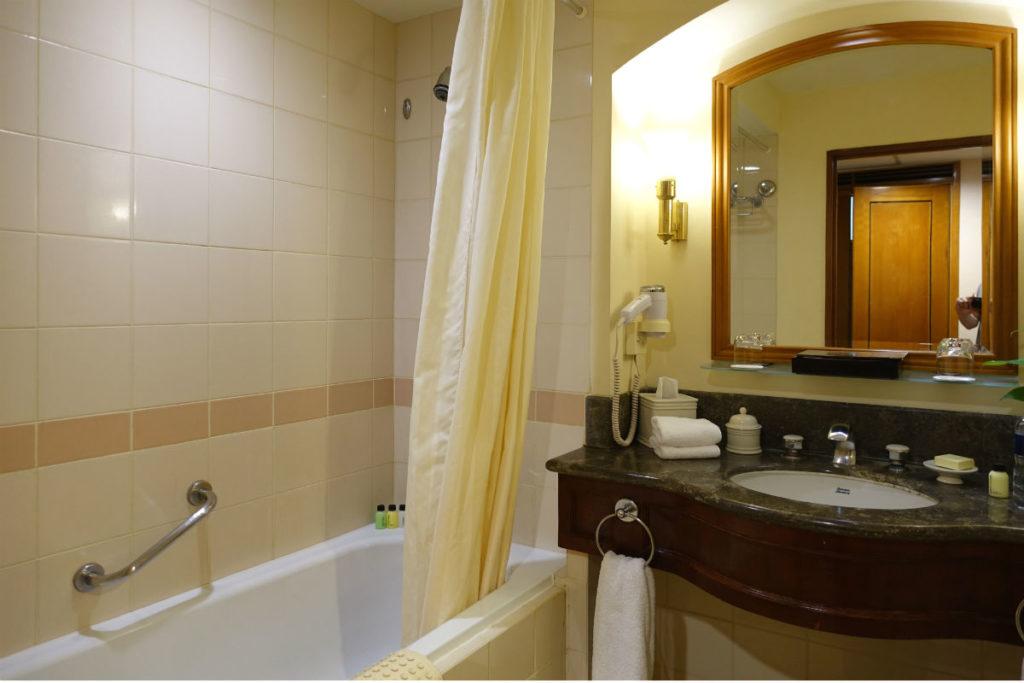 ハイアットリージェンシー ジョグジャカルタ ツインの部屋 浴室洗面