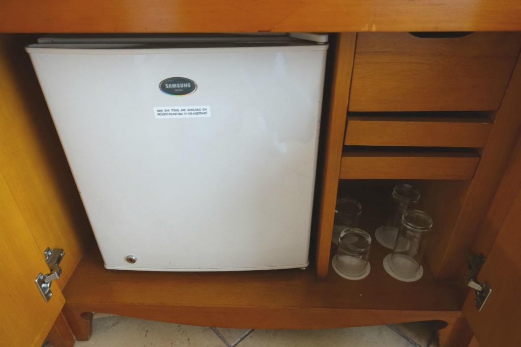 ハイアットリージェンシー ジョグジャカルタ ツイン テレビの下の冷蔵庫