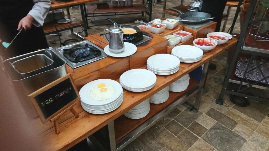ハイアットリージェンシー ジョグジャカルタ Kemangi Bistro 朝食のEgg station