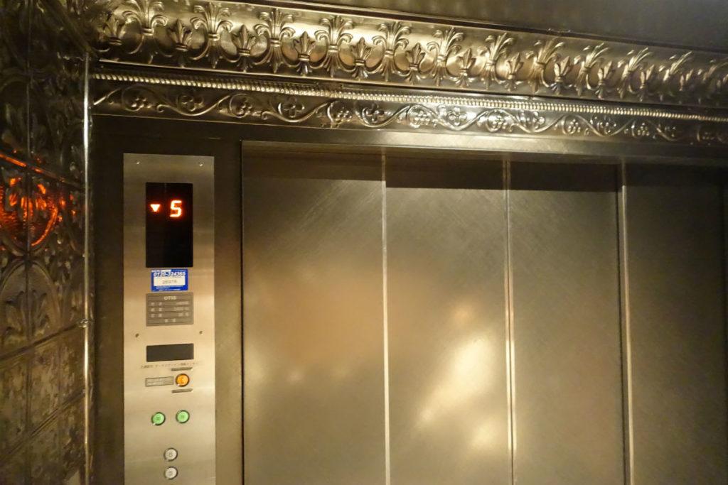 Star Wars Identities Japan エレベーターで5Fへ