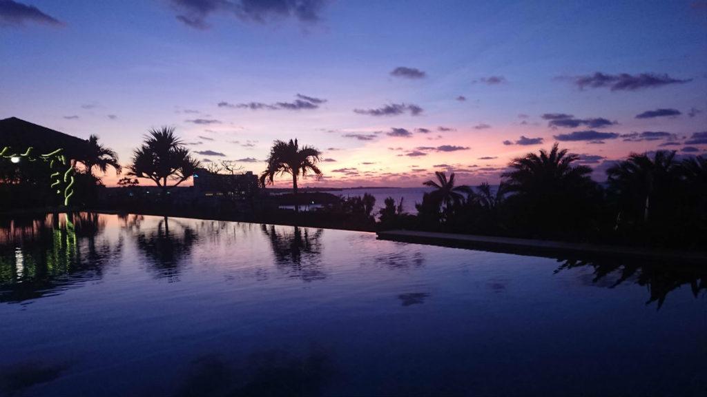 カフーリゾートフチャク コンド・ホテル ホテル棟 Deli & Cafe 屋外プールからの夕景
