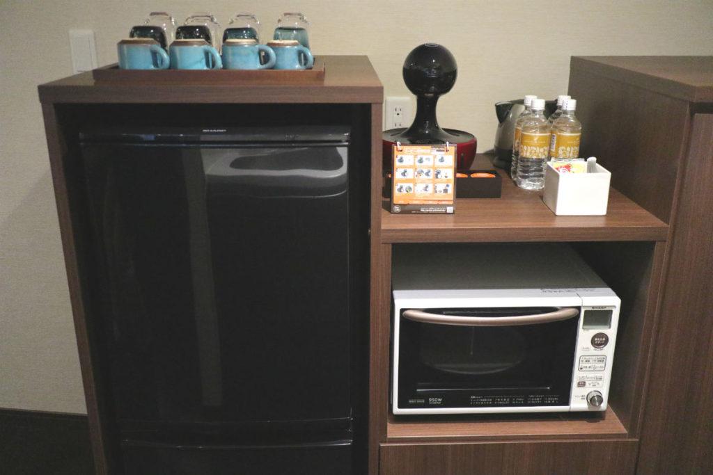 カフーリゾートフチャク コンド・ホテル アネックス棟 コーナースイート レンジやカップ、冷蔵庫等