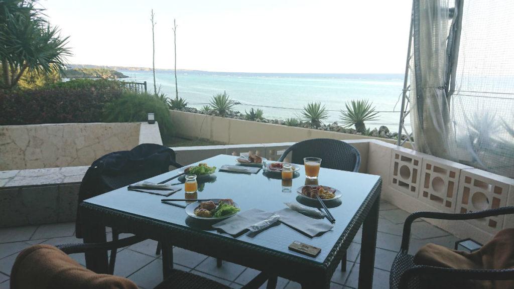 カフーリゾートフチャク コンド・ホテル ホテル棟 the Orange テラス席での朝食