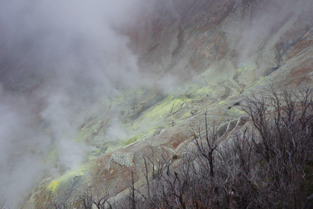 大涌谷 湯の華硫黄と火山ガス