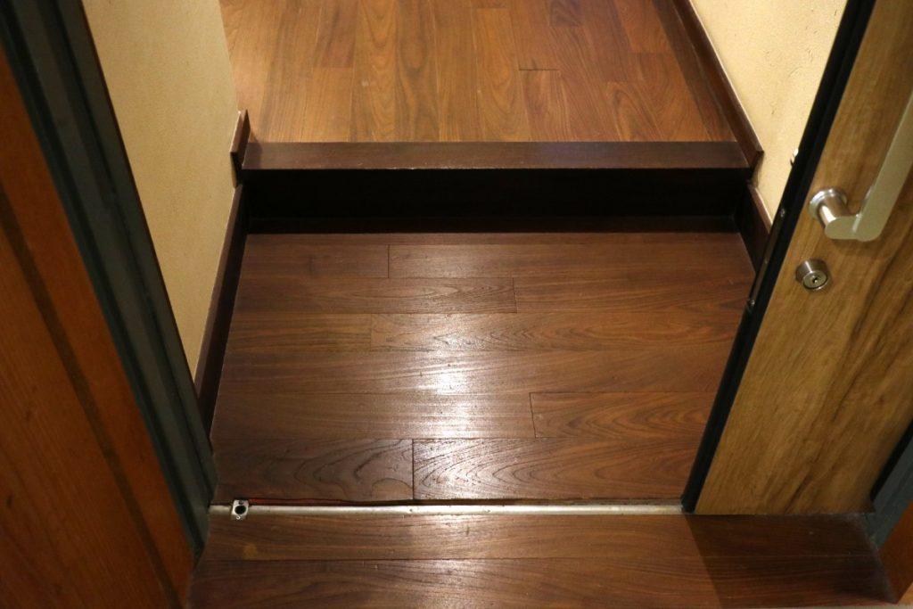 強羅花扇 準特別室 玄関引き戸