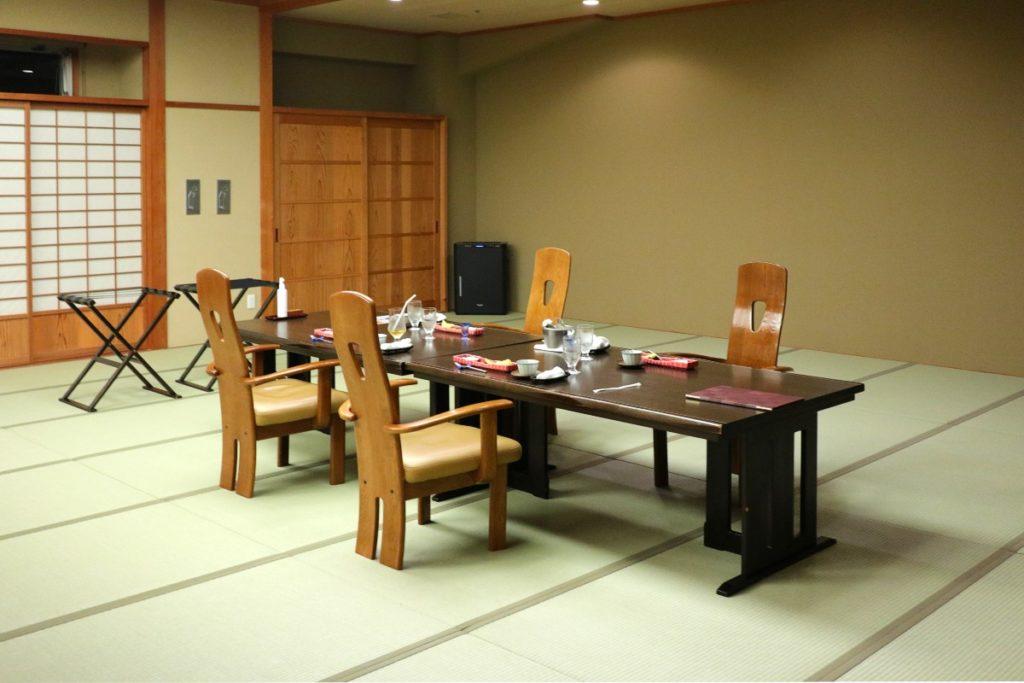 強羅花扇 食事処 大きな個室