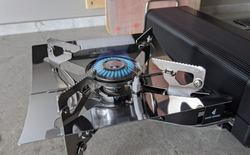 FORE WINDS FOLDING CAMP STOVE 点火したところ
